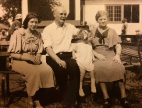 Janet Thomson Wright, John C, grand daughter Janet and Elizabeth Robertson Wright